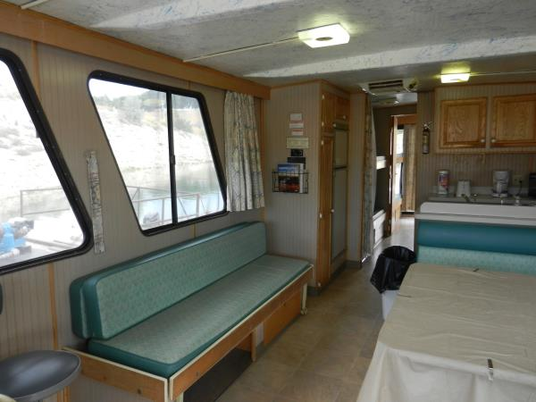 Beau 52 Foot Houseboat Interior